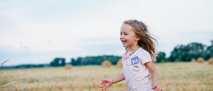 carefree-child-enjoyment-220455-min